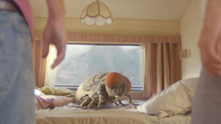 """Co zrobić z ogromną muchą? – """"Mandibles"""" (zwiastun)."""